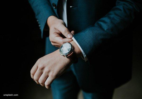 Welche Rolle die Armbanduhr bei einem Bewerbungsgespräch spielt