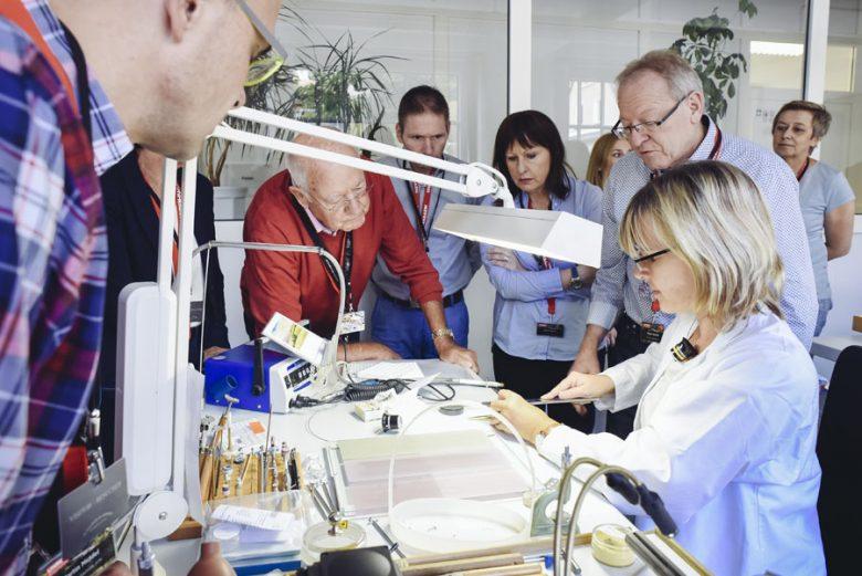 Eine Verbindung zwischen Uhrenmarken und potenziellen Uhrenkäufern schaffen